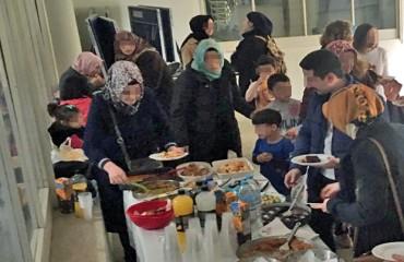 Τραπέζι φιλίας από γονείς προσφυγόπουλων που αθλούνται στο Πανεπιστήμιο Μακεδονίας