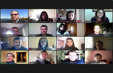 Φοιτητές και φοιτήτριες του Πανεπιστημίου Μακεδονίας συμβουλεύουν τη Βρετανίδα Πρέσβη στην Ελλάδα Kate Smith για τις προτεραιότητες της Βρετανικής Εξωτερικής Πολιτικής μετά το BREXIT